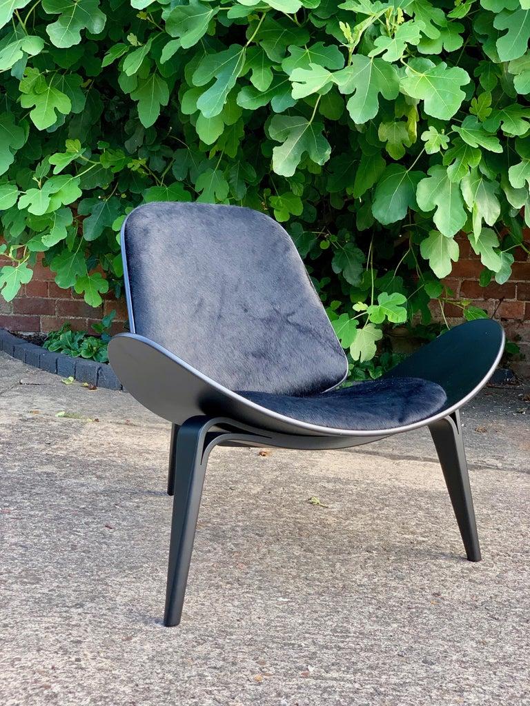 Hans Wegner CH07 Black Shell Chair Carl Hansen & Son, Denmark, Midcentury Danish For Sale 3