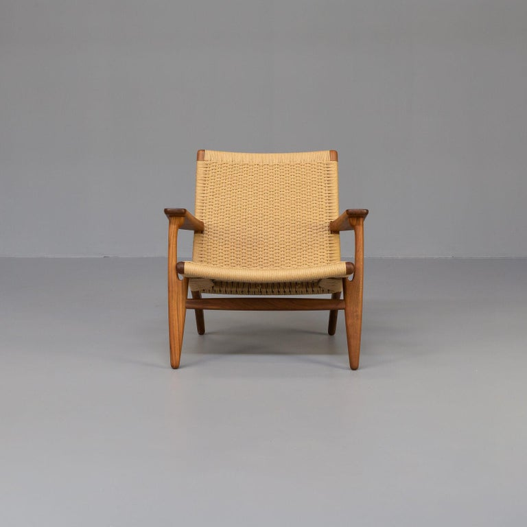 Carefully hand-woven design with great durability The CH25 lounge chair, like many of Hans J. Wegner's other iconic designs, is clean and simple in its distinctive shape. The CH25 is one of the first four chairs Hans J. Wegner created exclusively