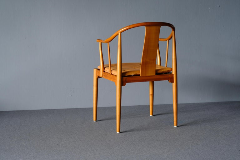 """Mid Century Hans Wegner """"China Chair"""" in Cherry In Good Condition For Sale In Singapore, SG"""