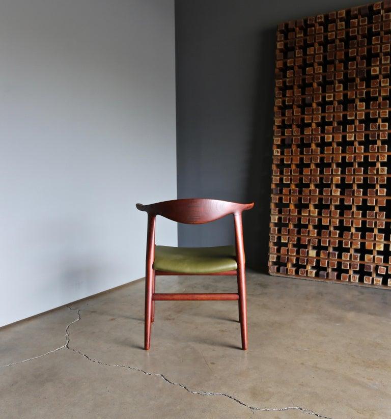 Mid-Century Modern Hans Wegner Cow Horn Chair for Johannes Hansen, circa 1952 For Sale