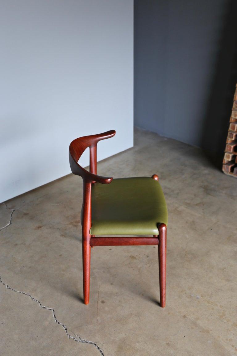 20th Century Hans Wegner Cow Horn Chair for Johannes Hansen, circa 1952 For Sale