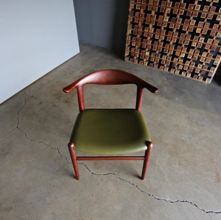 Hans Wegner Cow Horn Chair for Johannes Hansen, circa 1952 For Sale 2
