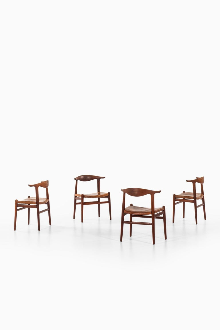 Very rare set of 4 Cowhorn armchairs model JH-505 designed by Hans Wegner. Produced by cabinetmaker Johannes Hansen in Denmark.