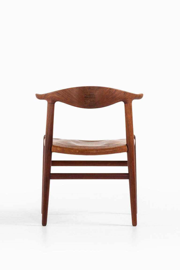 Hans Wegner Cowhorn Armchairs Model JH-505 by Cabinetmaker Johannes Hansen In Good Condition For Sale In Malmo, SE