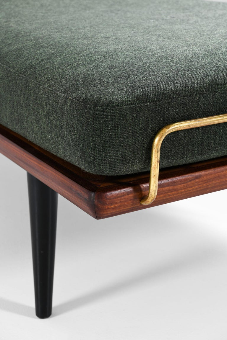 Mid-20th Century Hans Wegner Daybed Model GE-19 Produced by GETAMA in Denmark For Sale