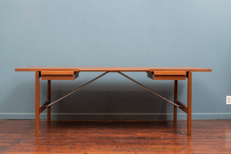 Hans Wegner desk model AT325 for Andreas Tuck, Denmark. Large and impressive desk made with high quality construction and attention to detail, newly refinished and ready to enjoy. Stamped with makers mark to underside of the top with signs of