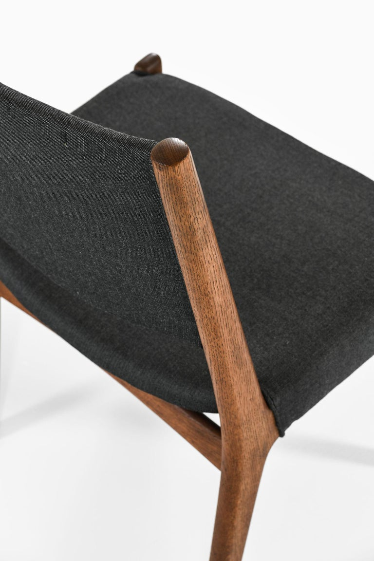 Hans Wegner Dining Chairs by Cabinetmaker Johannes Hansen in Denmark For Sale 2