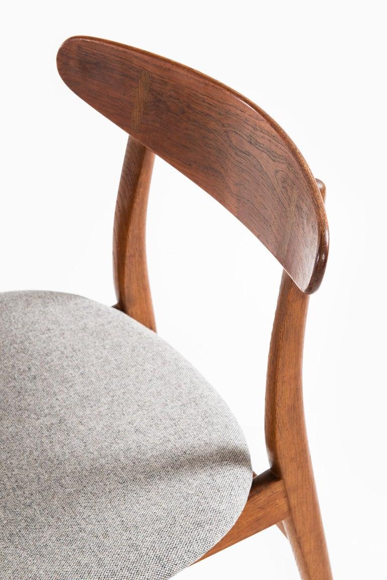 Hans Wegner Dining Chairs Model CH-30 by Carl Hansen & Son in Denmark For Sale 1