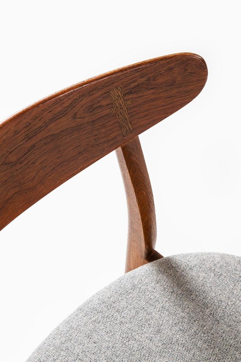 Hans Wegner Dining Chairs Model CH-30 by Carl Hansen & Son in Denmark For Sale 2