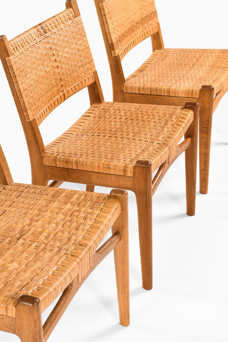 Very rare dining chairs model CH-31 designed by Hans Wegner. Produced by Carl Hansen & Son in Denmark.