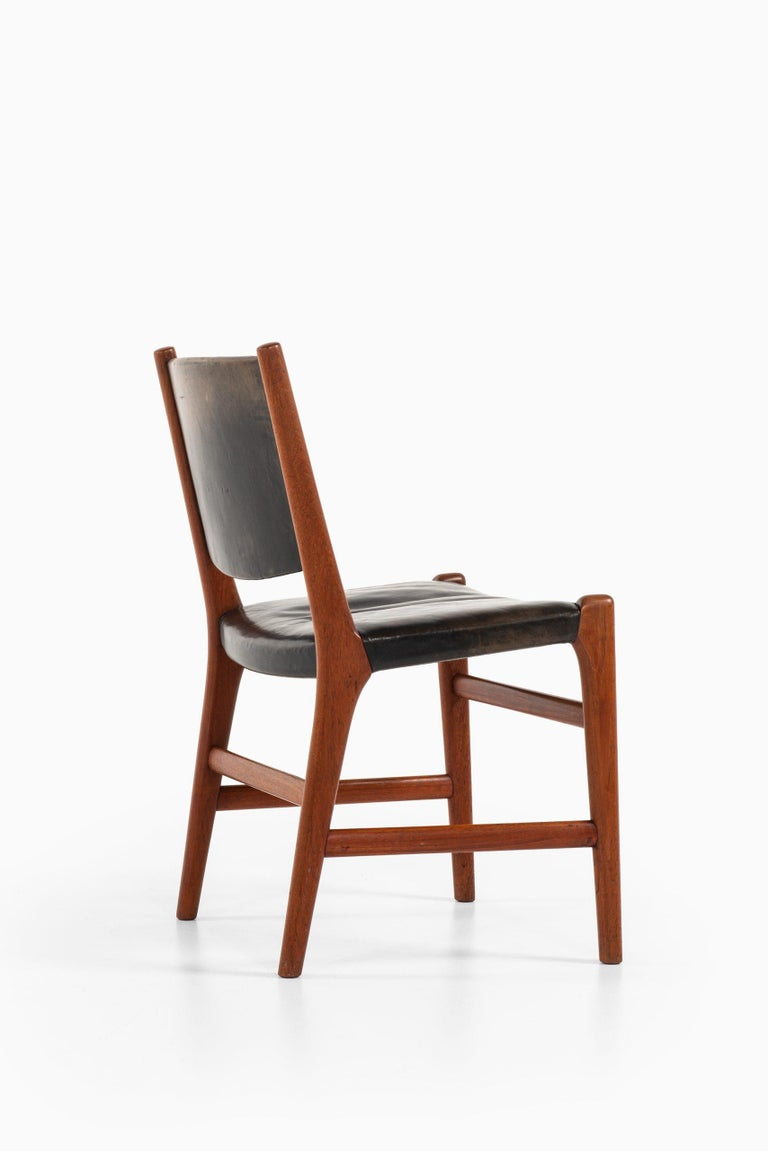 Scandinavian Modern Hans Wegner Dining Chairs Variant of Model JH507 by Cabinetmaker Johannes Hansen For Sale