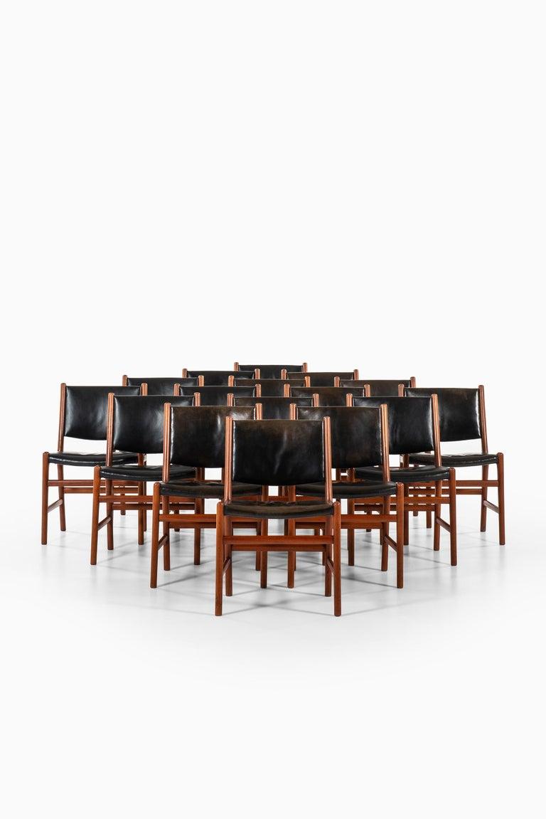 Danish Hans Wegner Dining Chairs Variant of Model JH507 by Cabinetmaker Johannes Hansen For Sale
