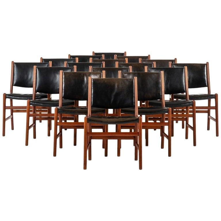 Hans Wegner Dining Chairs Variant of Model JH507 by Cabinetmaker Johannes Hansen For Sale