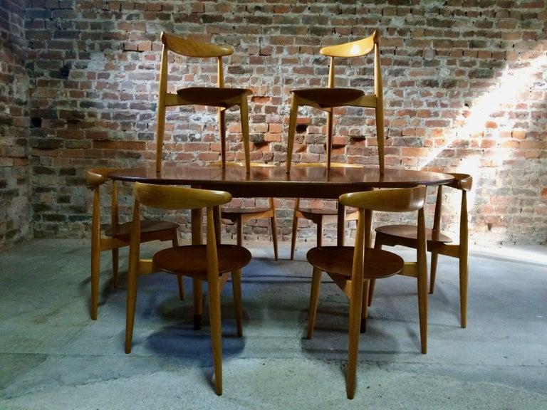 Hans Wegner Dining Table & Eight Chairs Heart Shape Fritz Hansen Denmark 1950s For Sale 3