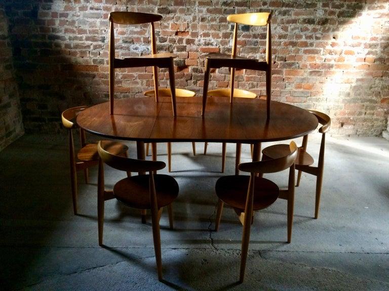Hans Wegner Dining Table & Eight Chairs Heart Shape Fritz Hansen Denmark 1950s For Sale 4