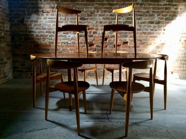 Hans Wegner Dining Table & Eight Chairs Heart Shape Fritz Hansen Denmark 1950s For Sale 5