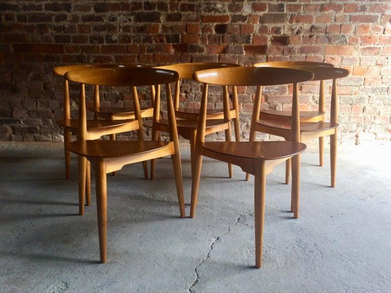 Mid-Century Modern Hans Wegner Dining Table & Eight Chairs Heart Shape Fritz Hansen Denmark 1950s For Sale