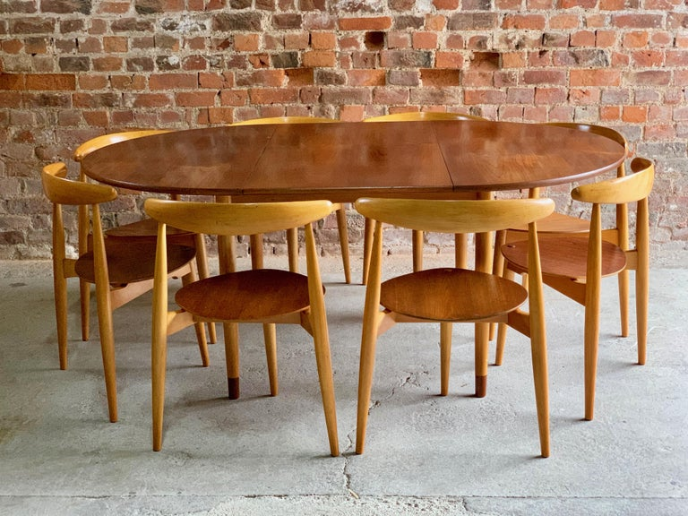 Danish Hans Wegner Dining Table & Eight Chairs Heart Shape Fritz Hansen, Denmark, 1950s For Sale