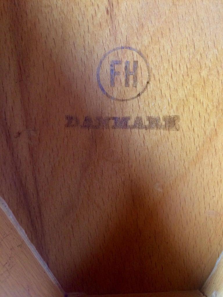 Beech Hans Wegner Dining Table & Eight Chairs Heart Shape Fritz Hansen Denmark 1950s For Sale