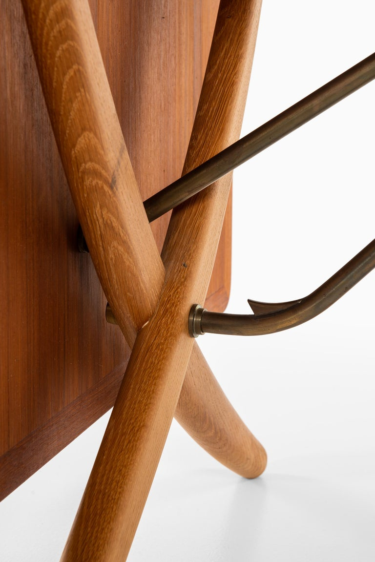 Hans Wegner Dining Table Model AT-304 Produced by Andreas Tuck in Denmark In Good Condition For Sale In Malmo, SE