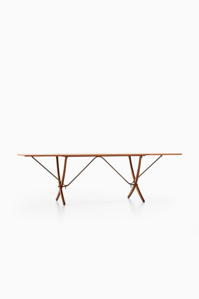 Hans Wegner Dining Table Model AT-304 Produced by Andreas Tuck in Denmark For Sale 1