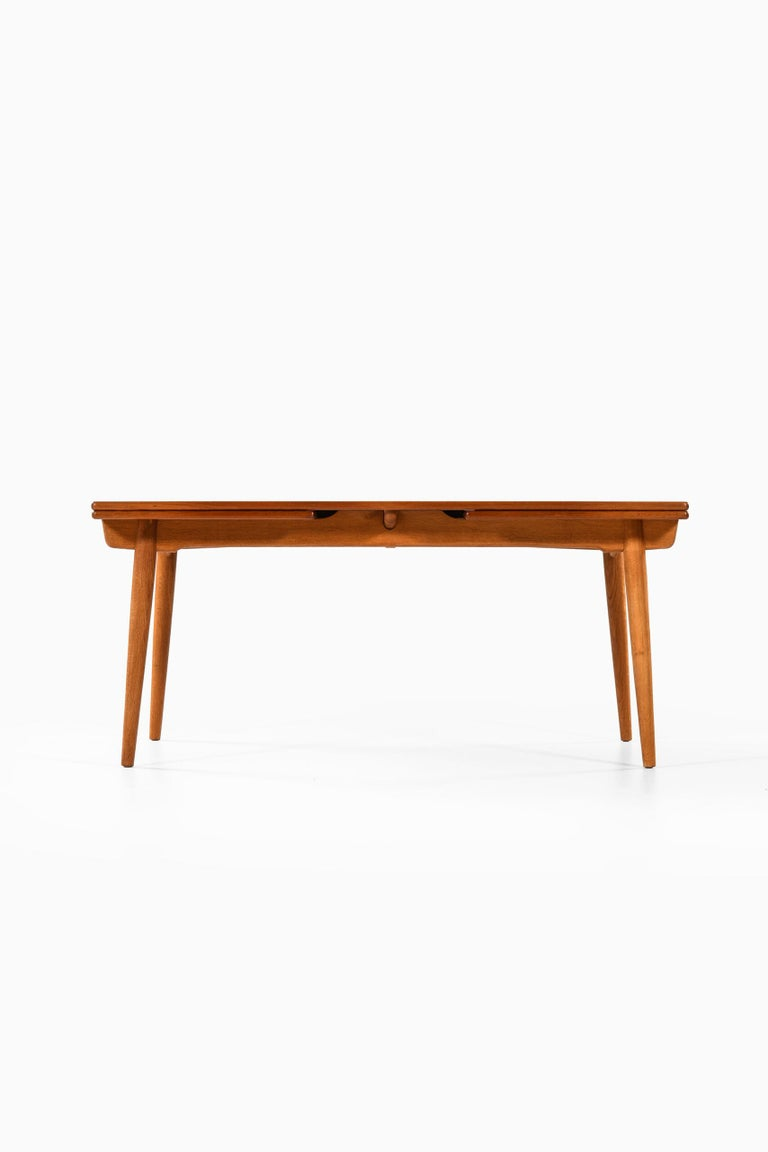 Dining table model AT-312 designed by Hans Wegner. Produced by Andreas Tuck in Denmark. Dimensions (W x D x H): 160 ( 280 ) x 100 x 72 cm.