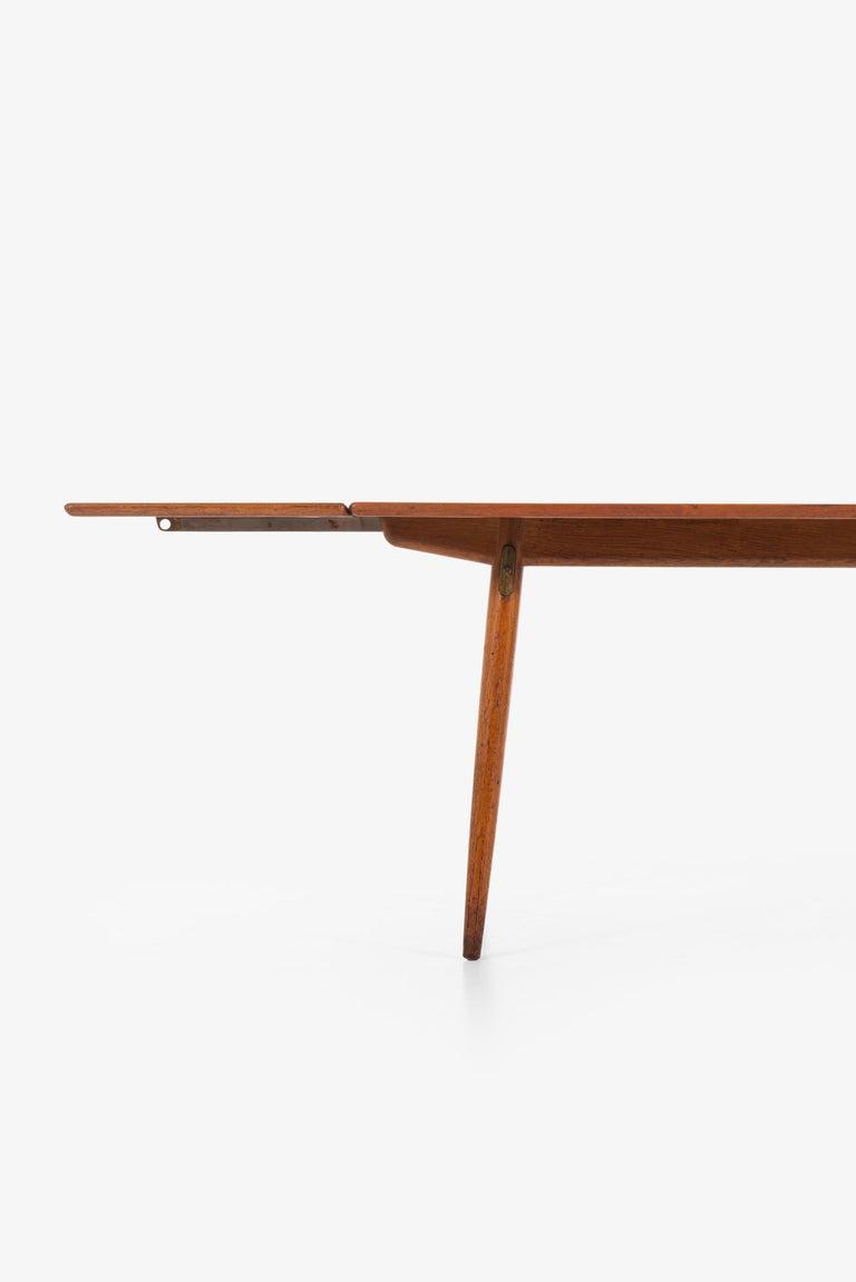 Hans Wegner Dining Table Model JH-570 by Johannes Hansen in Denmark For Sale 3