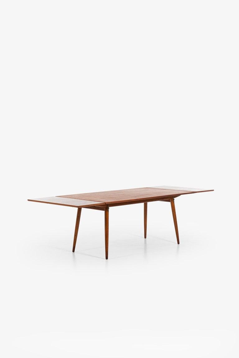 Hans Wegner Dining Table Model JH-570 by Johannes Hansen in Denmark For Sale 5