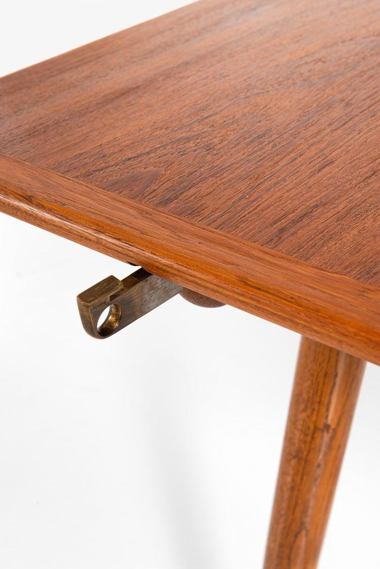 Hans Wegner Dining Table Model JH-570 by Johannes Hansen in Denmark For Sale 7