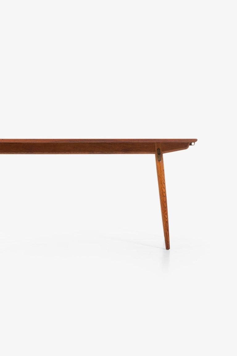 Scandinavian Modern Hans Wegner Dining Table Model JH-570 by Johannes Hansen in Denmark For Sale