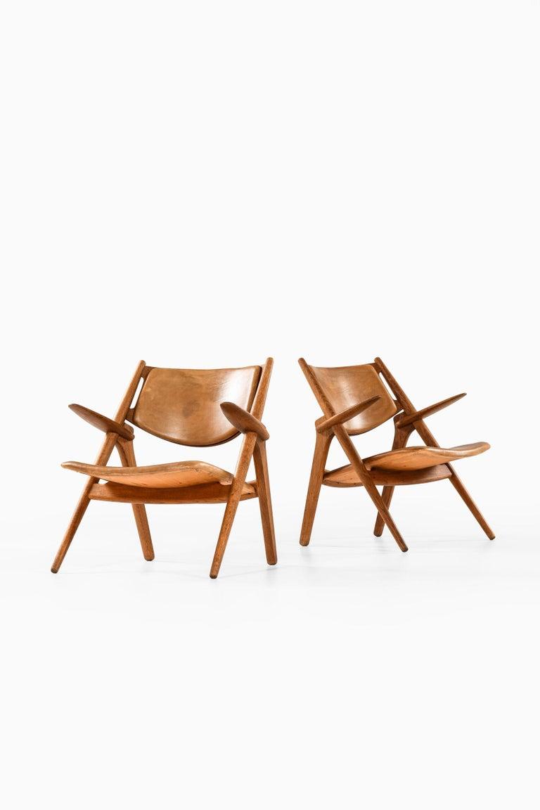 Hans Wegner Easy Chairs Model CH-28 Produced by Carl Hansen & Søn in Denmark For Sale 6