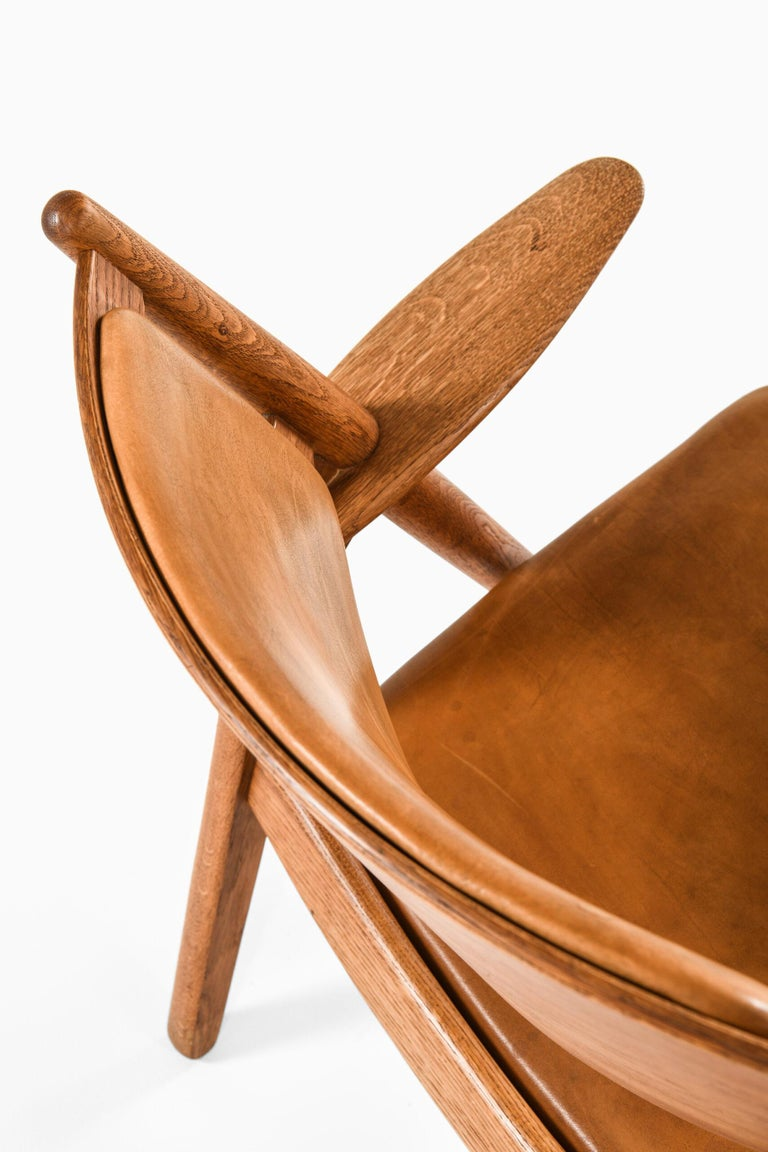 Hans Wegner Easy Chairs Model CH-28 Produced by Carl Hansen & Søn in Denmark In Good Condition For Sale In Malmo, SE
