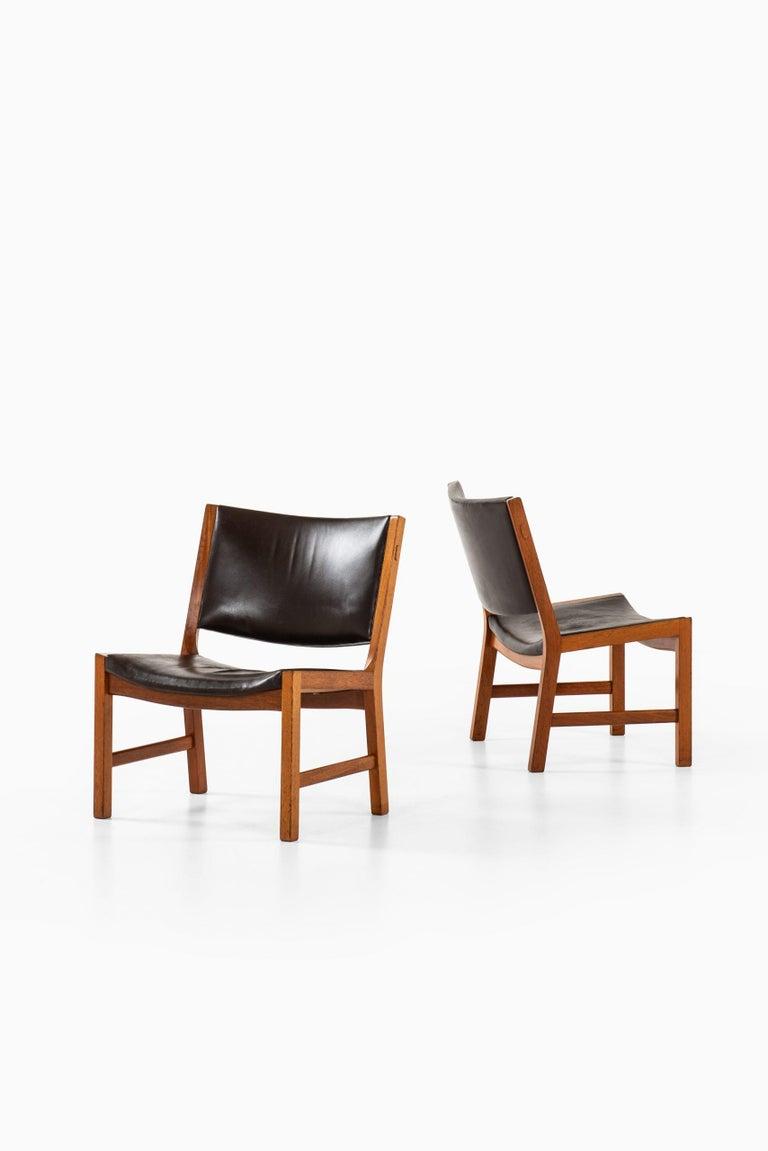 Rare pair of easy chairs model JH54 designed by Hans Wegner. Produced by cabinetmaker Johannes Hansen in Denmark.