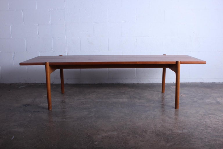 Hans Wegner for Johannes Hansen Reversible Top Coffee Table In Good Condition For Sale In Dallas, TX