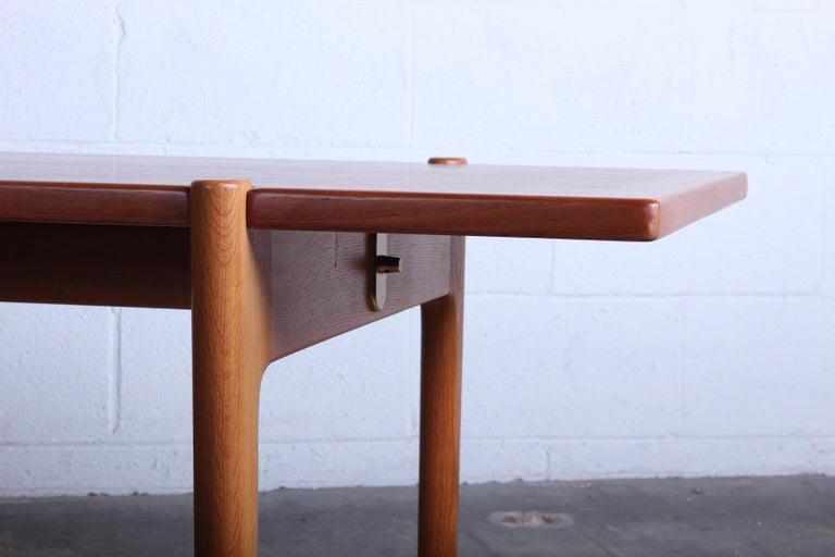 Teak Hans Wegner for Johannes Hansen Reversible Top Coffee Table For Sale