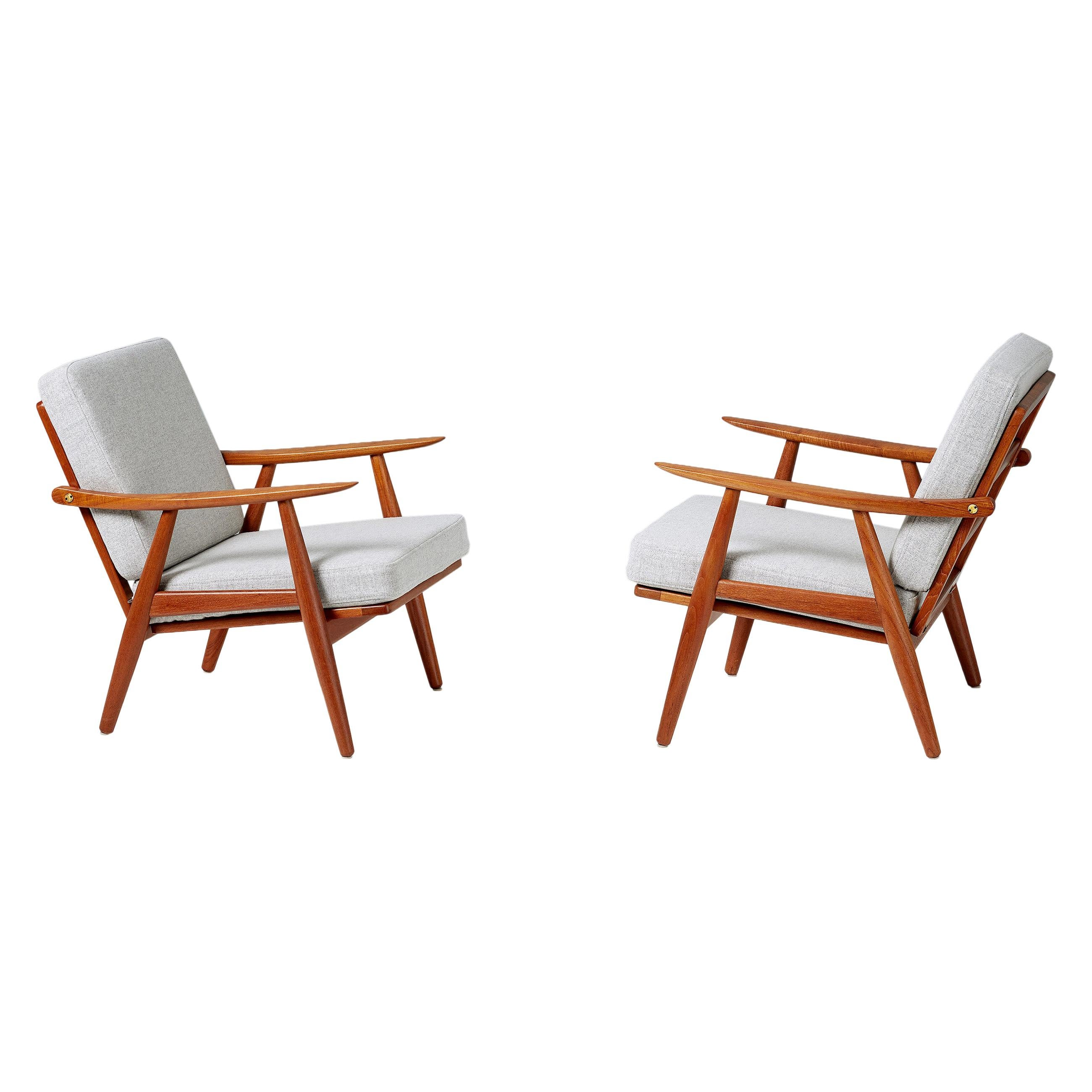 Hans Wegner GE-270 Pair of Lounge Chairs, 1956