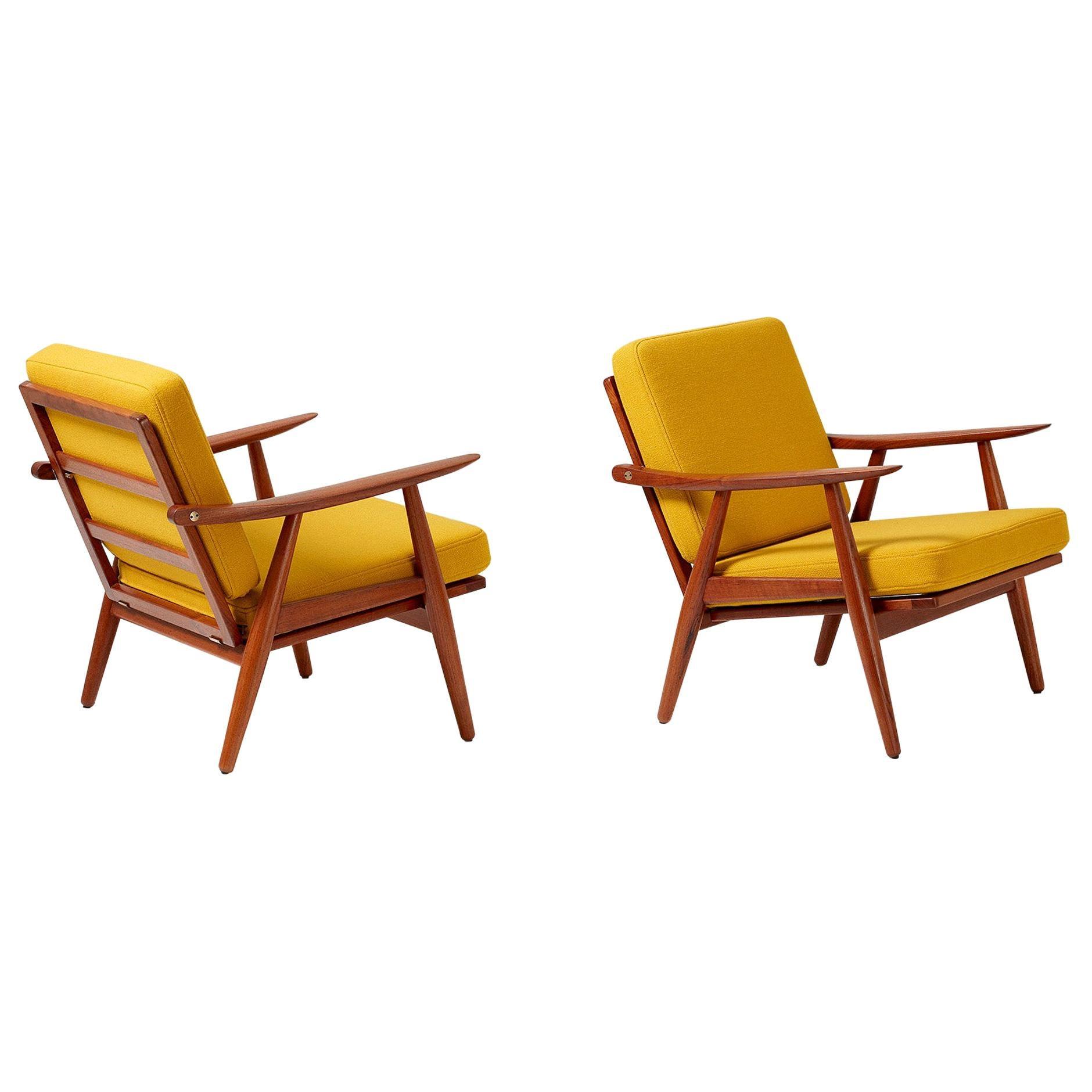 Hans Wegner GE-270 Pair of Lounge Chairs, Teak