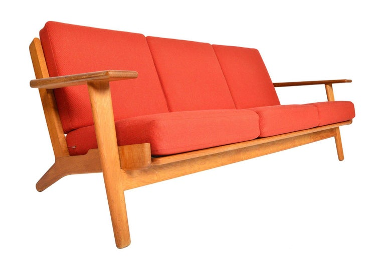 Hans Wegner GE-290-3 Three-Seat Sofa in Oak In Excellent Condition For Sale In Berkeley, CA