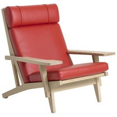 Hans Wegner GE-375 Lounge Chair with Arms, Lacquered Oak