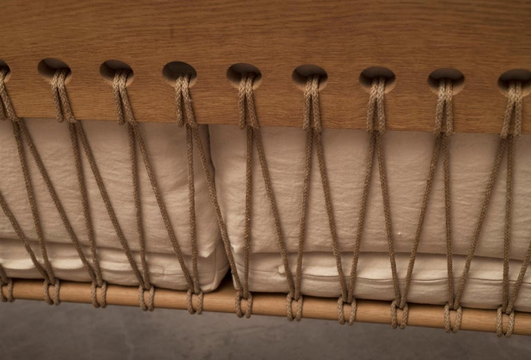 Hans Wegner GE671 Settee in Oak and Belgian Linen, Denmark, 1967 For Sale 7