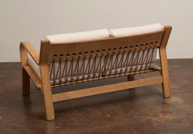 Mid-Century Modern Hans Wegner GE671 Settee in Oak and Belgian Linen, Denmark, 1967 For Sale