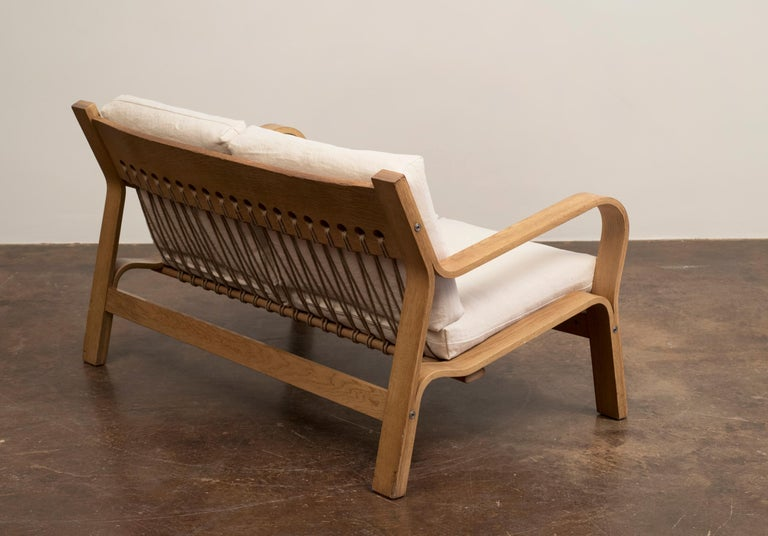 Danish Hans Wegner GE671 Settee in Oak and Belgian Linen, Denmark, 1967 For Sale
