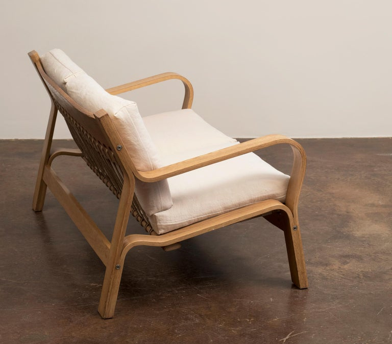 Hans Wegner GE671 Settee in Oak and Belgian Linen, Denmark, 1967 In Good Condition For Sale In Santa Fe, NM