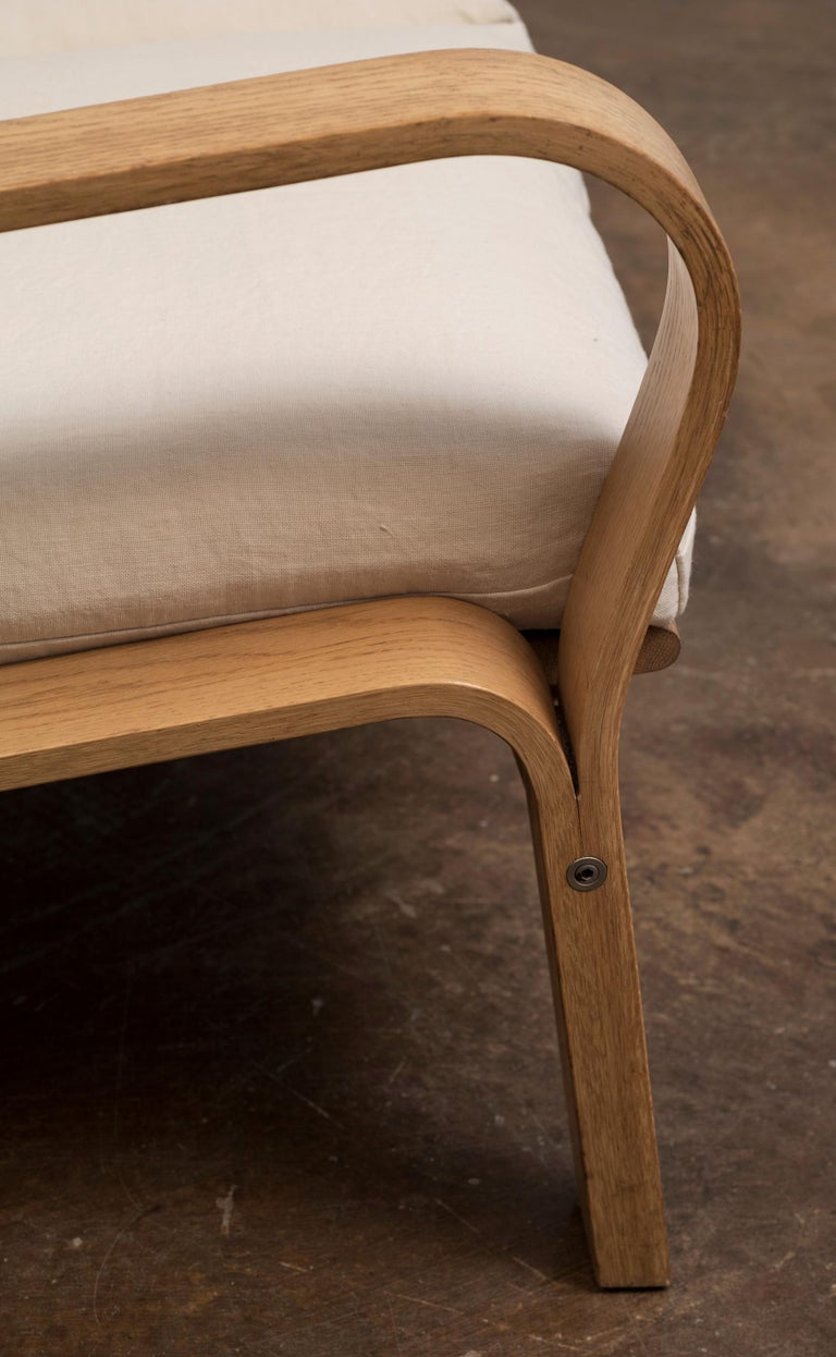 Hans Wegner GE671 Settee in Oak and Belgian Linen, Denmark, 1967 For Sale 2