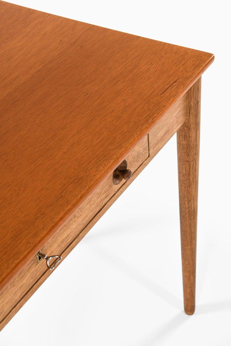 Mid-20th Century Hans Wegner Ladies Desk Produced by Ry Møbler in Denmark For Sale