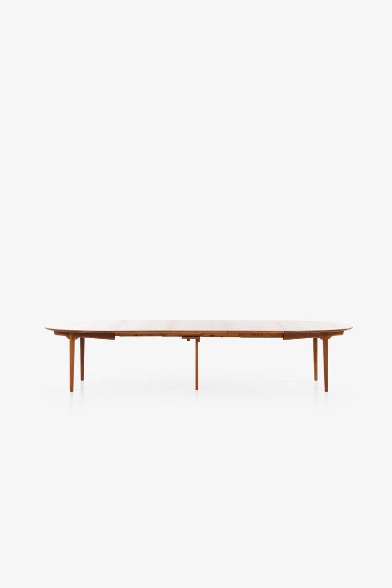 Hans Wegner Large Dining Table Model JH-567 by Johannes Hansen in Denmark For Sale 3