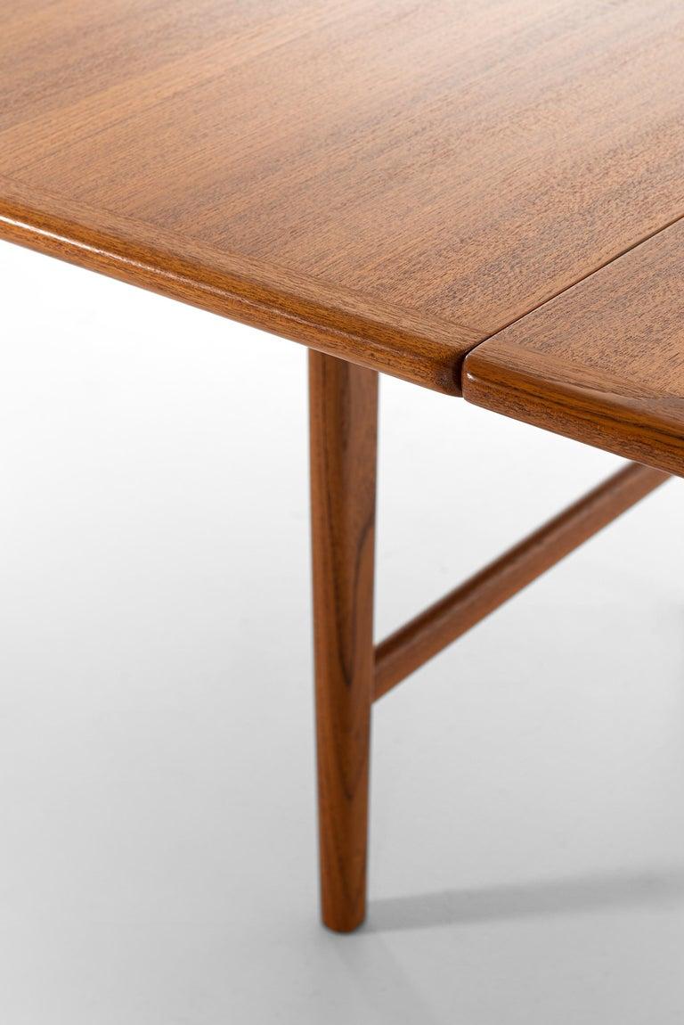 Hans Wegner Large Dining Table Model JH-567 by Johannes Hansen in Denmark For Sale 4