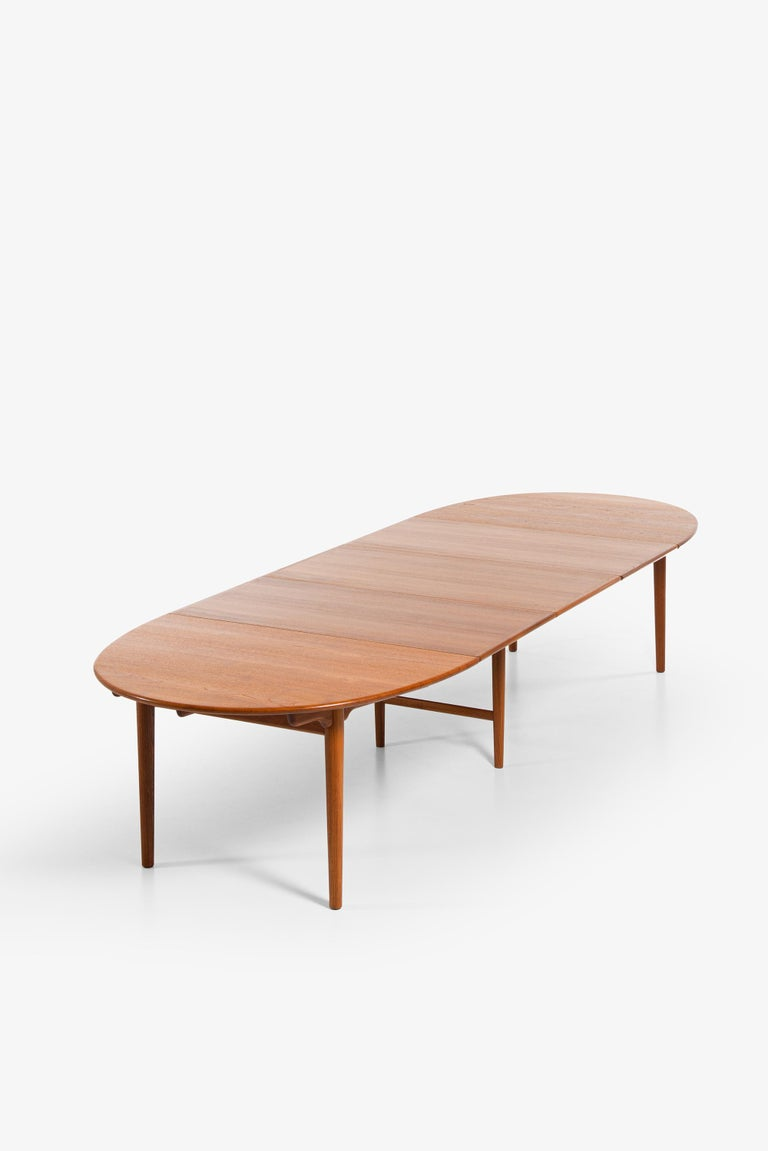 Hans Wegner Large Dining Table Model JH-567 by Johannes Hansen in Denmark For Sale 7