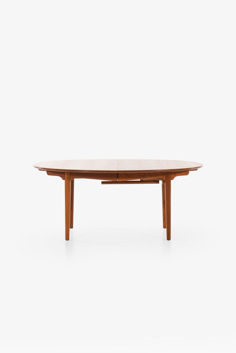 Very rare and large dining table in solid teak model JH-567 designed by Hans Wegner. Produced by cabinetmaker Johannes Hansen in Denmark.