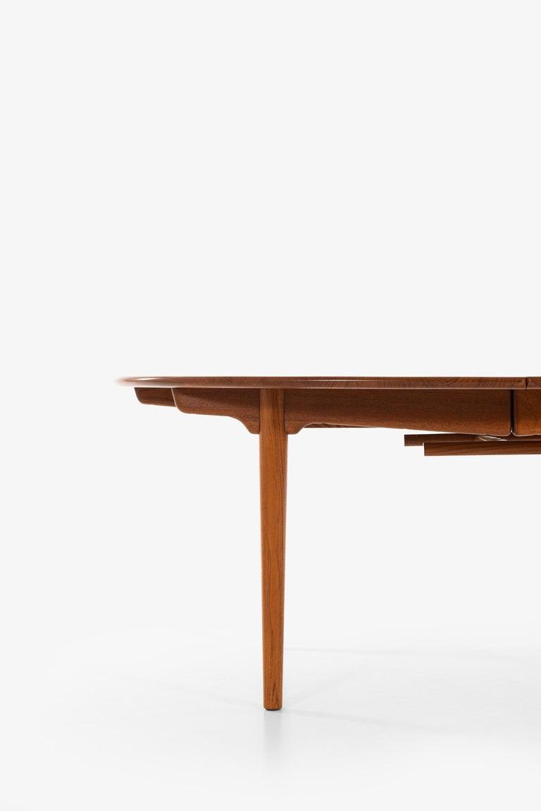 Scandinavian Modern Hans Wegner Large Dining Table Model JH-567 by Johannes Hansen in Denmark For Sale